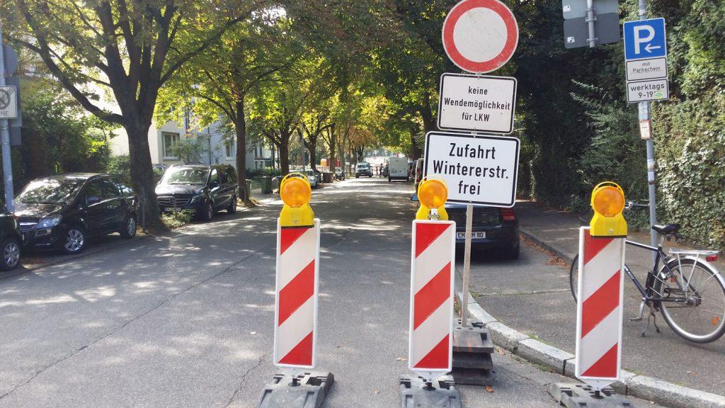 Wegen Baustelle gesperrte Mozartstraße (Foto: M. Managò)
